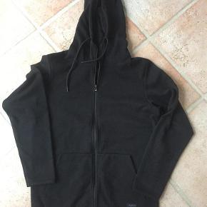 Varetype: Lynlåsbluse - Bluse Farve: Sort Oprindelig købspris: 399 kr.  Hellængde:69 cm Bryst: 2 x 53 cm
