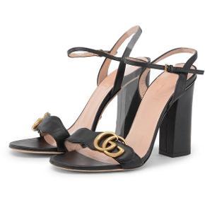 Sælger disse lækre Gucci sko. De brugt max 5 gange. Alt medfølger (Kvittering, æske, dustbags og pose). Sælges da jeg desværre ikke får dem brugt ☺️