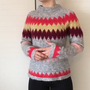 Fin multifarvet sweater i str. small