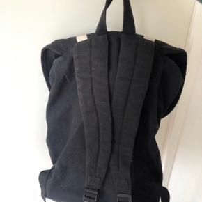 Sælger denne gode og praktiske bravesoul taske fra ASOS! Den sælges da den ikke bliver brugt mere og bare samler støv :)  Cond 7/10
