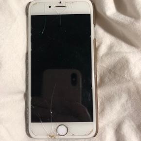 IPhone 6s, ca 1,5 år gammel. Skal have ny skærm, men virker som den skal.