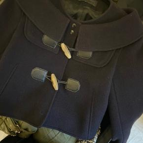 Så fin jakke fra Proenza Schouler, med flotte detaljer.  Str. S