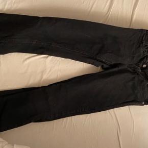 Pæne sorte jeans fra calvin Klein, brugt meget få gange
