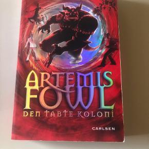 Den tabte koloni er 5. bind i serien Artemis Fowl. Fantasy-genren.  Prisidé dkk 30,00 - kom gerne med et seriøst bud.