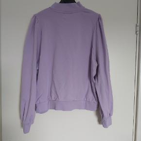 Den lækreste trøje i den smukkeste farve. Har kun brugt den én gang, den er ikke baggy nok for mig.