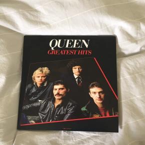 Queen greatest hits LP. Indeholder to plader. Sælges, da jeg aldrig hører den.