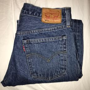 Fede Levis bukser i den populære model 501😍 De er størrelse S men er desværre købt for små😬  W26 L30