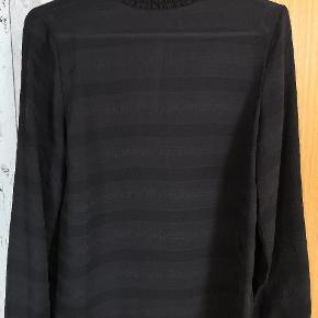 Smuk lettere transperant skjorte Nypris 499kr  Forsendelse 36 kr