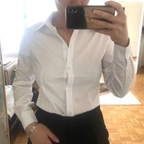 Weisse Bluse Grösse 34 XS obwohl mit M angeschrieben