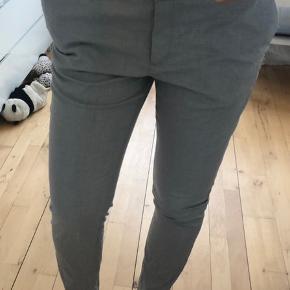 Bukser fra H&M - aldrig brugt.  📦Kan sendes med DAO eller Post Nord (sender som regel samme dag, ellers næste dag) 📍eller afhentes i Ishøj 📲 Betal med MobilePay