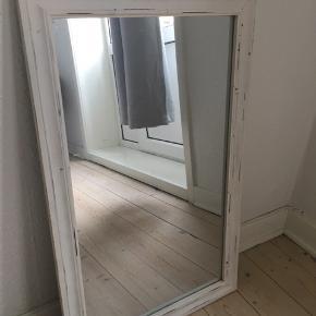 Lækkert spejl sælges, da jeg ikke har plads til det. Kom med et bud:)   Kan afhente i ø-gaden