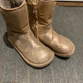 Lækre tex støvler med uld foer. Brugt max 5 gange. De er Rosa/guld.
