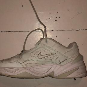 Sælger mine Nike Tekno M2K sko som jeg oprindeligt købte til 600kr