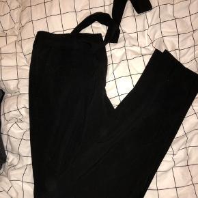 Sorte bukser med bindebånd