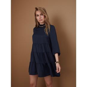 Smuk kjole fra Sofie Schnoor.  Brugt en enkelt aften. Som ny 🌸