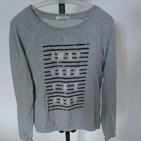 De taille s, pull Mango
