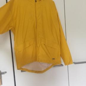 Helly Hansen gul regnjakke  Ingen tegn på slid, da den er som ny!   Np omkring 500,-