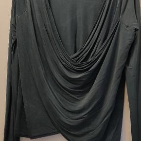 Rigtig flot pæn trøje - Den er brugt, men i meget pæn stand.   Kom endelig med et bud ☀️