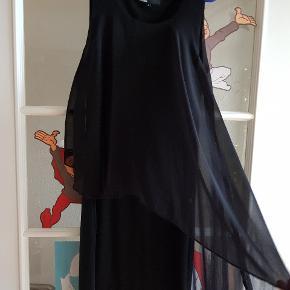 Sød kjole, brugt ca 4 gange.  Sendes ikke