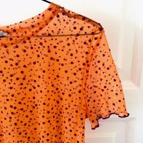 Funky netbluse i orange og lilla.  100% poliamid