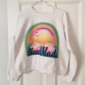 Sweatshirt med Heartmade print i multicolour. Er en M i str. Men er lille så svarer mere til en S.