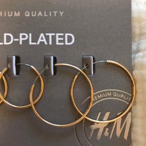 Tre par øreringe i guld fra H&M premium  Aldrig brugt