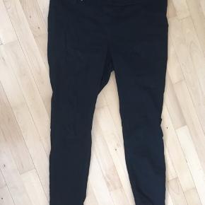 Stort set ikke brugt. Fine farven stadig. Skinny fit jeans med stretch.