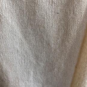 Pashmina sjal  Fremstår som næsten nyt og fejler ikke noget.  Der er ingen mærker i det. Jeg ved, at det er købt i udlandet da jeg fik det i gave af en veninde.  Meget varmt og lækkert.   Bytter ikke