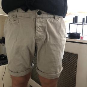 Tidsløse shorts fra Selected Homme. Brugt få gange