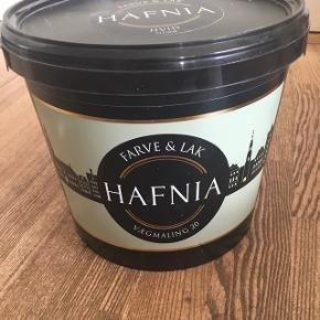 Vægmaling fra HAFNIA i hvid til køkken og badMalingen er uåbnet og der er 4,5 L.   Afhentes gratis i Odense C🍀