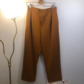Karry office bukser fra ZARA, str. L, 120 kr.