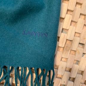 Lækkert 100 blødt uld halstørklæde 160 cm x 30 cm, brugt få gange og fremstår som nyt. Købt hos Birger Christensen (farven er helt klassisk mørkegrøn) Bytter ikke