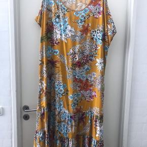 Lækker maxi kjole i 100 % viskose  Str 50-52 ( L )  Ny pris 799 kr