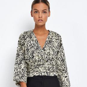 Sælger min helt nye Envii skjorte. Har kun haft den på en gang, så den er som ny.  Ny pris: 450,- Mindstepris: 350,-