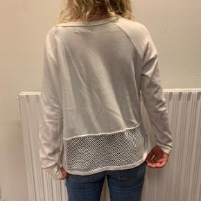 Flot hvis bluse fra MOSS COPENHAGEN. Det er str. S, men passer også til str. M😁