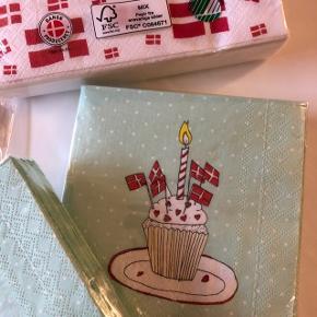 1 pakke med 5 bøtter af pap til popcorn og 1 pakke servietter med flag og 2 pakker kaffe servietter i mintgrøn med flag. Aldrig brugt og stadig pakket ind. Sælges samlet for 25 kr