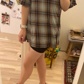 Oversize t-shirt fra monki. Ingen fejl :)