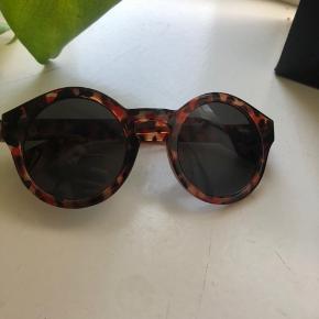 Fine solbriller fra Mads Nørregaard, aldrig brugt da de ik fitter mit hovede:((  BYD gerne