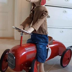 Super skøn maileg Racer Boy... måler 100 cm og modellen fra 2018