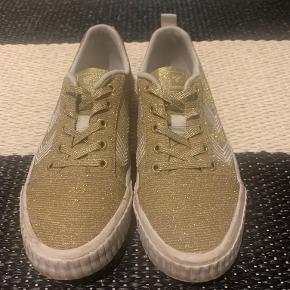 Hummel sneakers