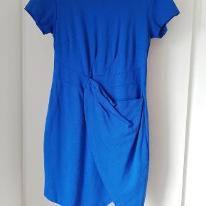 Passer str 38/40, smuk blå farve