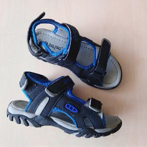 Mærket er ZigZag Kun været på i kort tid - derfor skrevet standen som aldrig brugt Velcrolukning Gummisåler Sender med dao kr 38 Mobilepay Tag også et kig på mine andre annoncer med flotte kvalitets sko til billige