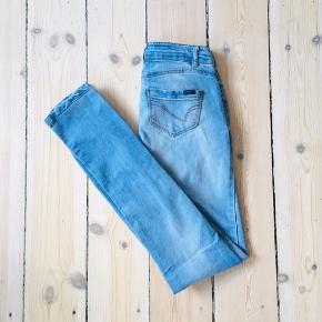 Only limitless jeans i str XS 🦋  Materiale fremstår ikke   23-A