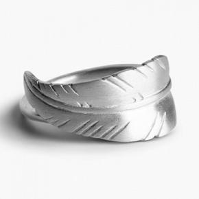 Leaf ring fra Jane Kønig i Sterling sølv i størrelse 59. Kun brugt få gange og fremstår som ny. Sælges i original æske. Nypris 950,-