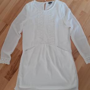 Fineste kjole med blonder fra vila str s Sender ikke