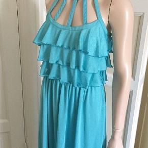 Vintage Smuk 70'er-kjole i tynd og en smule shiny stretch. Str 36. Liv 66cm. Bryst 86cm. Foret. Lynlås i siden.  Se også mine mange andre sager. Jeg giver gerne mængderabat.  #trendsalesfund