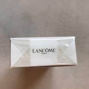 Sælger denne Lancome Idôle parfume 50ml, jeg har fået i gave. Sælges da jeg desværre ikke nåede at bytte den i tide, og ikke kommer til at bruge den da jeg har den i forvejen.. Helt uåbnet, og stadig plumberet  Den kan købes i Matas for 599kr