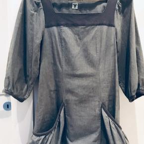 Flot kjole fra Tiger of Sweden. Sælges til god pris, da vi skal have ryddet ud.