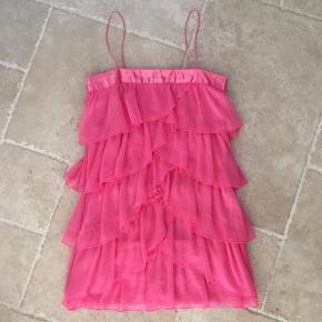 Lækker rosa farvet kjole med frynser - fin stand, kom gerne med realistisk bud 👚