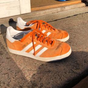 Str. er præcist 37 1/3 og modellen er Adidas Gazelle.  Kun brugt i en kort periode og er derfor i god stand!